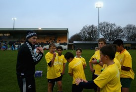 Beauden Barrett is teaching some skills to the kids