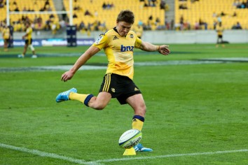 Beauden Barrett kicking for the Hurricanes franchise in Westpac Stadium