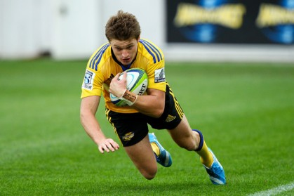 Beauden Barrett scoring a try for the Hurricanes in Super Rugby