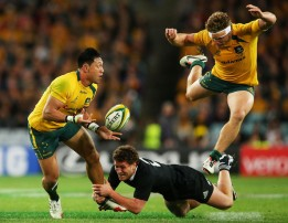 Christian Leali'ifano looking for a pass to Michael Hooper with Tawera Kerr-Barlow making the tackle