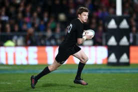 first-five-eighth-beauden-barrett-on-the-counter-attack-for-new-zealand-against-south-africa-during-the-2016-rugby-championship