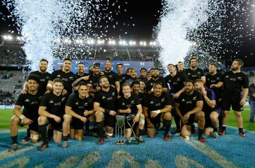 the-new-zealand-players-pictured-with-the-rugby-championship-trophy-after-the-win-against-argentina-in-buenos-aires-in-2016