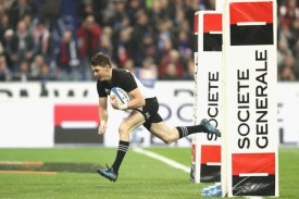 the-new-zealand-first-five-eighth-beauden-barrett-scoring-a-try-against-france-during-the-november-tests-in-2016-in-paris
