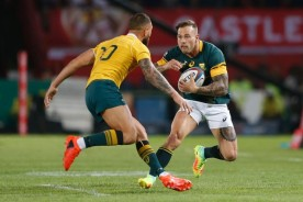 the-sprinboks-winger-francois-hougaard-facing-the-wallabies-playmaker-quade-cooper-during-the-rugby-championship-in-2016-at-loftus-versfeld