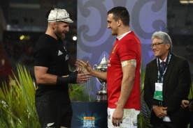 The New Zealand skipper Kieran Read and the British & Irish Lions captain Sam Warburton shakes their hands after the drawn series in 2017