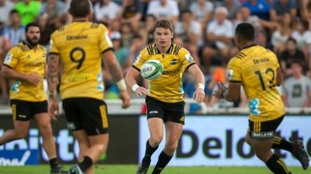 The Hurricanes first-five eighth Beauden Barrett passing to Ngani Laumape against the Jaguares during the Super Rugby Round 2, in 2018