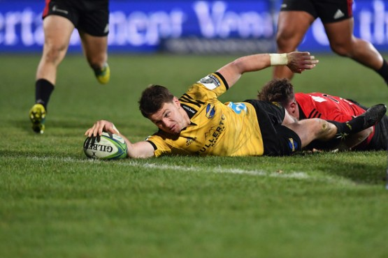 Beauden Barrett almost scoring a try for the Hurricanes against the Crusaders during the 2018 Super Rugby semi-final at AMI Stadium