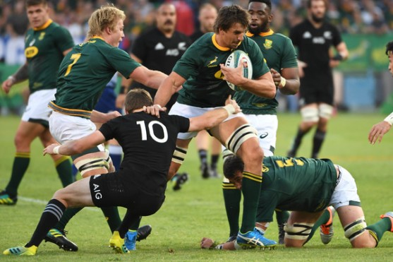 Beauden Barrett trying to tackle Eben Etzebeth during the 2018 Rugby Championship game between South Africa and New Zealand in Pretoria