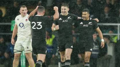 Beauden Barrett are celebrating with his teammates following the New Zealand win against England during the Autumn Tour 2018 at Twickenham