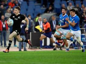 The New Zealand first-five eighth Beauden Barrett scored a try against Italy during the November Tour in 2018