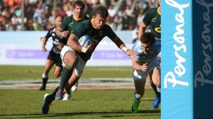 Handré Pollard scoring the first of his two tries for South Africa against Argentina during the 2019 Rugby Championship